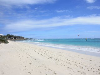 *New Listing* 1 bedroom Apartment South Coast, Beaches 5-minute drive