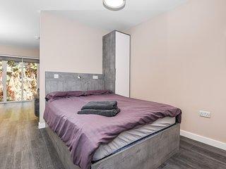 Apartment 11 (Studio) - Great for Ascot/Windsor, Legoland, Thorpe Park, Heathrow