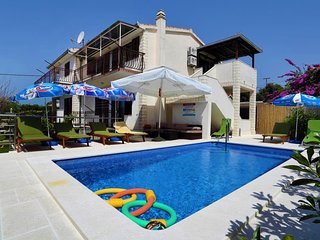 Villa with pool for rent Vrsine Trogir area