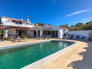 Casa Alison - 6 bedroom villa with air con & heatable pool near Carvoeiro