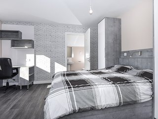 Apartment 14 Magna House 3 double bedrooms with 3 ensuite bathrooms.