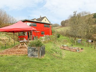 THE RED BUS, 2 bedrooms and perfect for families, Newnham on Severn