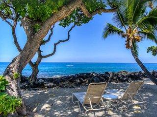 Hawaiian Paradise, Kona Isle, Ocean Front Complex. Rates starting at $85 a night