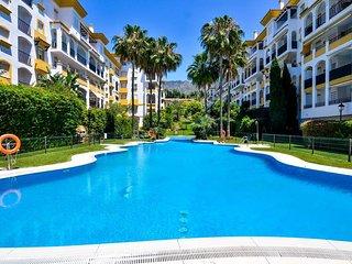 Luminoso apartamento a 300 metros de la playa en Milla de Oro, Marbella