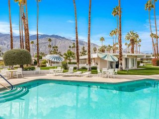 Quiet Mid-Century Modern Retreat, Central Palm Springs, Sparkling Pool, Mountain