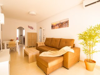 El Pinet beach apartment, furnished, WIFI, hot/cold Airco,garage, sunroof, pool.