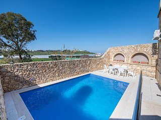 Gianni's - Newly Converted Holiday Farmhouse with Private Pool