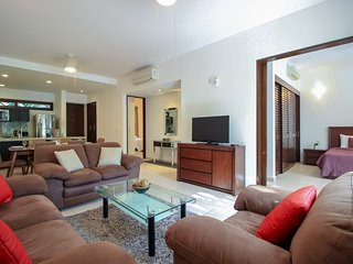 Fantastic Condo with Pool View and Beach Club by olahola