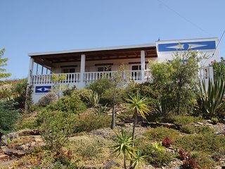 Nice cottage with splendid sea view in rural Serra Tavira