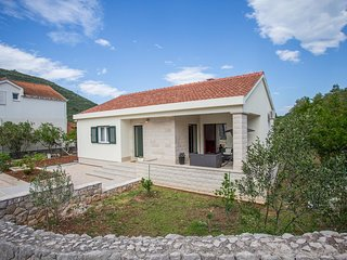 Mali Ston Holiday Home Sleeps 4 with Air Con and WiFi - 5776496