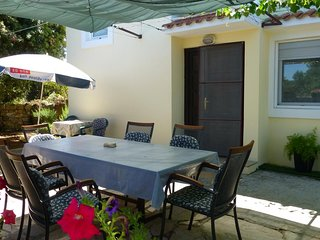 Mucel Apartment Sleeps 6 with Air Con and WiFi - 5776515