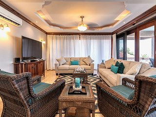 ♡ Hol Chan Reef Villas | Luxury 2nd floor oceanfront corner condo with 3 pools!