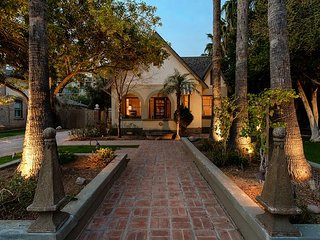 NEW: Historic Downtown PHX  Cottage Steps From Museums, Cafes and Light Rail