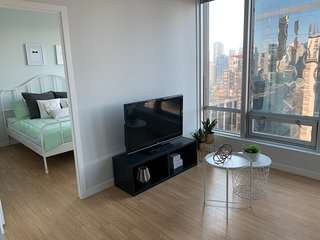 Best Location Center Downtown Vancouver, 2 bedrooms & 2 full bathrooms