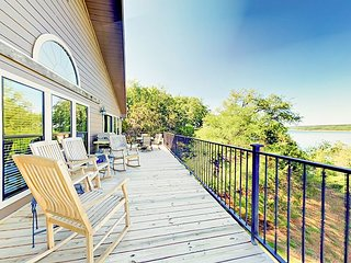 Spacious Lakefront 5BR w/ 2 Decks, BBQ, Billiards, Tennis Courts & Pool