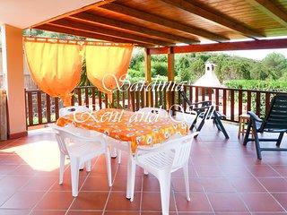 Chia,Villa Margherita, 80 metri  mare,ariac,4 posti,giardino con prato.