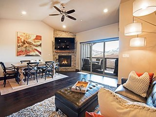 Luxe Brand-New Mountain-View 3BR w/ Private Hot Tub & Home Theater