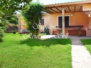 Chia,Villa Ambra, 100metri dal mare,4 posti letto, ariac, giardino con prato