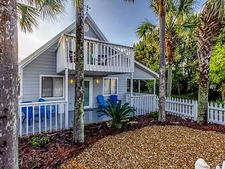 NEW Beautiful 4 BR / 2.5 BA Beach House 2 Short Blocks  From The Beach!!