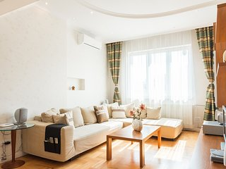 Patriarh Evtimiy apartment - Deluxe two bedroom Sofia top center