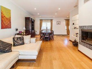 Aroeira Villa Sleeps 12 with Pool - 5775776