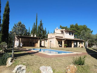 3 bedroom Villa with Pool, Air Con, WiFi and Walk to Shops - 5649742