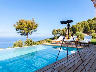 YOUR OWN LUXURIOUS PRIVATE GETAWAY ON LEFKADA ISLAND