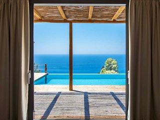 Private Villa Mirtes With Breathtaking Views And Pool, Close to Porto Katsiki