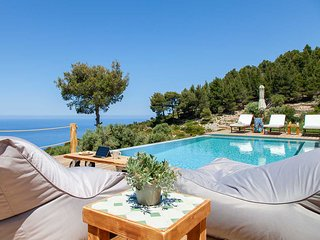 Early Bird Offer:PRIVATE VILLA WITH AMAZING VIEW CLOSE TO PORTO KATSIKI,LEFKADA