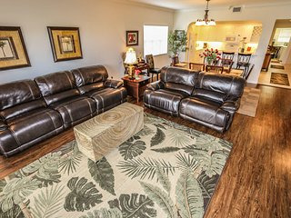 Bella Lago 144 is a spacious three bedroom, two bath condo located at the south