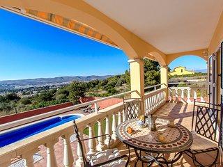 Catalunya Casas: Impresionante Villa Oliva con increibles vistas a la montana y