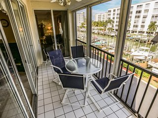 Beautiful 3 Bedroom Condo With Bay Views
