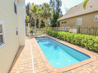 Adorable North End Pool Home 3 bedroom, 1.5 bath cottage with private pool at