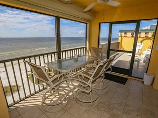 2 BEDROOM PENTHOUSE IN FORT MYERS BEACH, FL