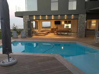 Stunning contemporary, upmarket home in secure estate in Plettenberg Bay