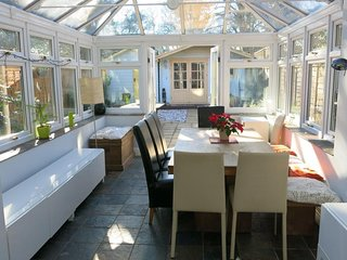 BOURNECOAST: LARGE HOUSE WITH PATIO GARDEN - WALK TO SANDY BEACHES/SHOPS-HB6202