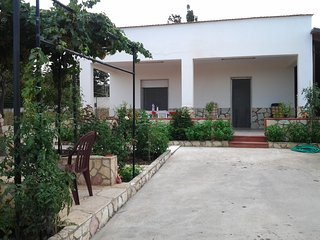 Villa Capri - per gruppi fino a 10 persone - ampio giardino e spazi esterni