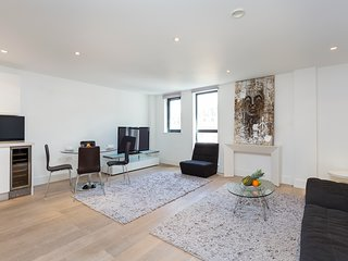 106. COVENT GARDEN - SPACIOUS 2BR 2BA FAMILY FLAT IN THE HEART OF LONDON!
