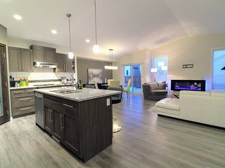 Classy & Bright Newer Home  In South East Winnipeg
