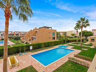 Vilamoura Apartment Sleeps 4 with Pool and Air Con - 5775895