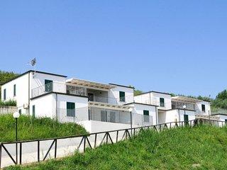 Lago Dragoni Apartment Sleeps 6 with Pool Air Con and Free WiFi - 5775589
