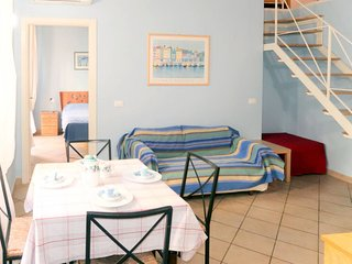 2 bedroom Apartment with Air Con, WiFi and Walk to Beach & Shops - 5775641