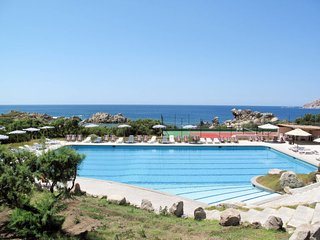 2 bedroom Apartment with Pool and Walk to Beach & Shops - 5775611