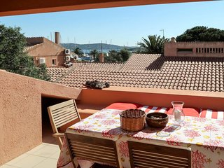 2 bedroom Apartment with Air Con, WiFi and Walk to Beach & Shops - 5775694