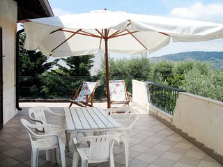 2 bedroom Apartment with WiFi and Walk to Shops - 5775712