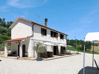 Cologna Paese Holiday Home Sleeps 17 with Pool Air Con and Free WiFi - 5775757