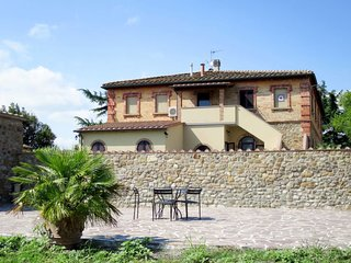 Podere Sant'Elisa Apartment Sleeps 7 with Air Con and WiFi - 5775718