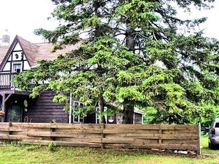 Manitoulin Island Cottage: Charm, Location, Convenience