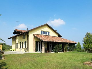 Moncucco Torinese Holiday Home Sleeps 12 with Free WiFi - 5775669