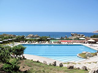 2 bedroom Apartment with Pool and Walk to Beach & Shops - 5775608